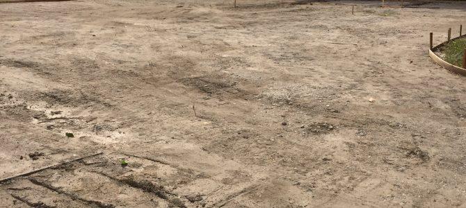 弘行寺境内地をコンクリートに整地しました。